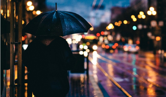 Учёные из Гонконга научились добывать энергию из дождя (Видео)