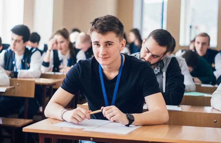 Выбрать будущее: молдавские студенты подают документы в вуз