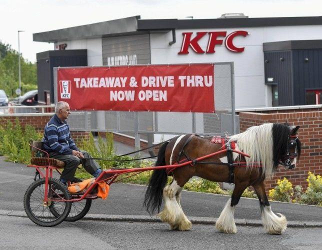 В KFC-авто отказали в обслуживании клиенту на гужевой повозке