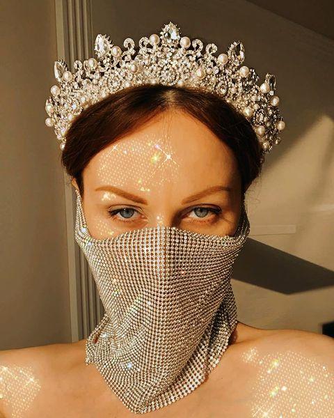Молдавский дизайнер предложила свадебную маску из стразов Сваровски