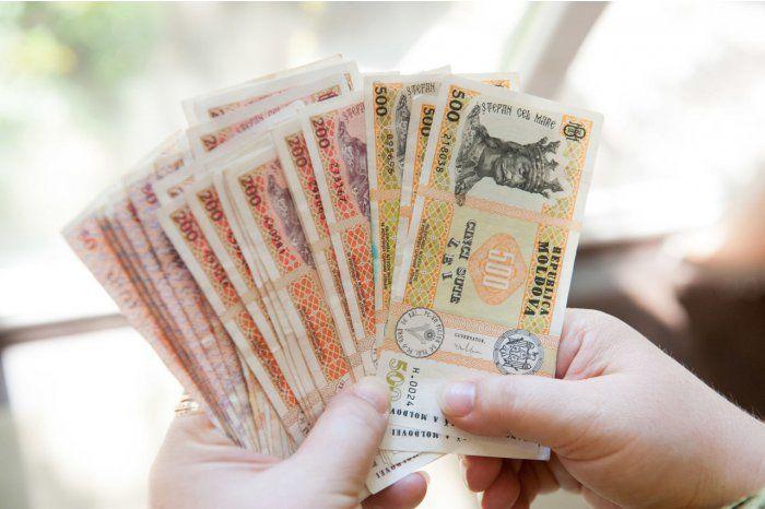 Salariul mediu lunar pe economie prognozat este de 6975 de lei