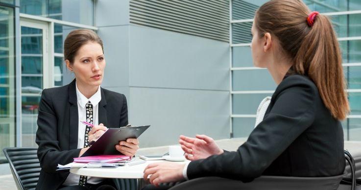 4 cuvinte care te vor scoate in evidenta la interviul de angajare
