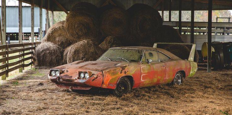 Необычная вакансия: искатель брошенных спортивных машин