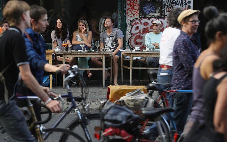 В Германии решили выплачивать жителям безусловный доход в €1200