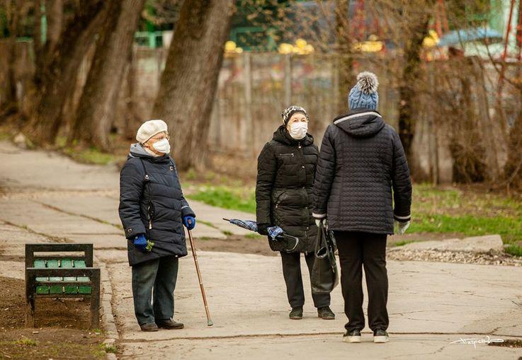 Пенсионеры все выплаты в апреле получат на дому