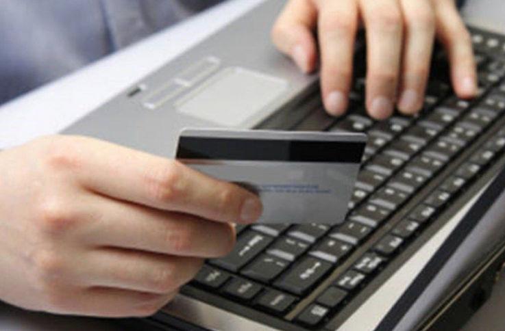 Восемь из десяти граждан Молдовы не покупают одежду и обувь онлайн