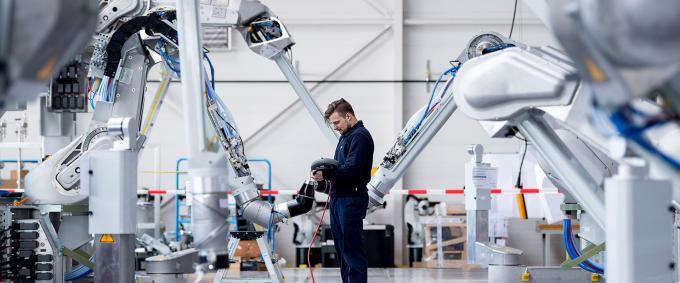 Человек против робота: смогут ли IT-решения заменить отделы кадров