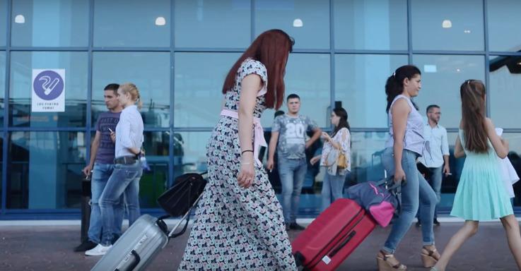Опрос: больше половины женщин Молдовы согласны работать за рубежом