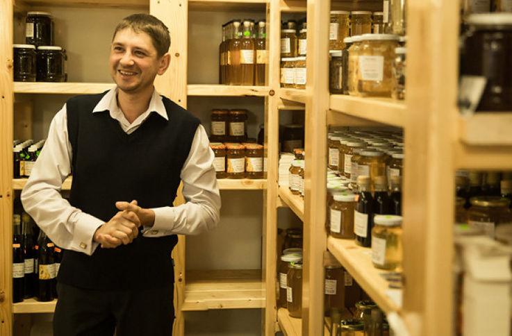 Успешная в пчеловодческом бизнесе семья, открыла у себя дома музей мёда