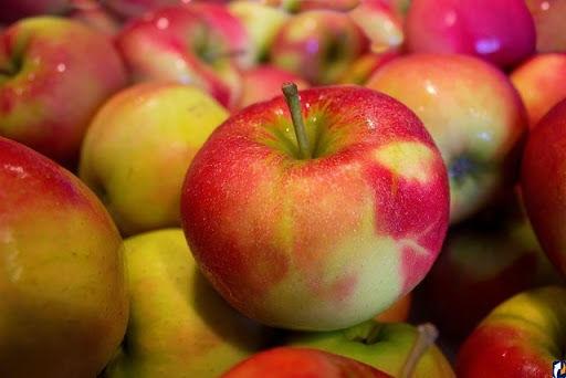 В Молдове начали дешеветь сезонные яблоки