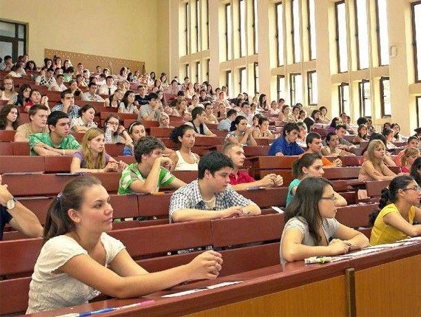 Студентам увеличат стипендии, но не намного