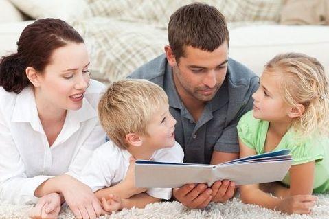 Психологи рекомендуют больше говорить с детьми