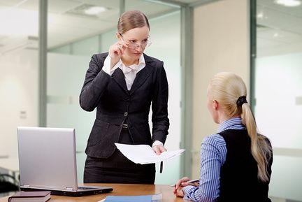 8 верных признаков того, что начальник относится к вам предвзято