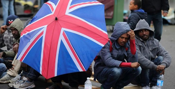 Brexit ужесточит требования для мигрантов и сократит им зарплаты