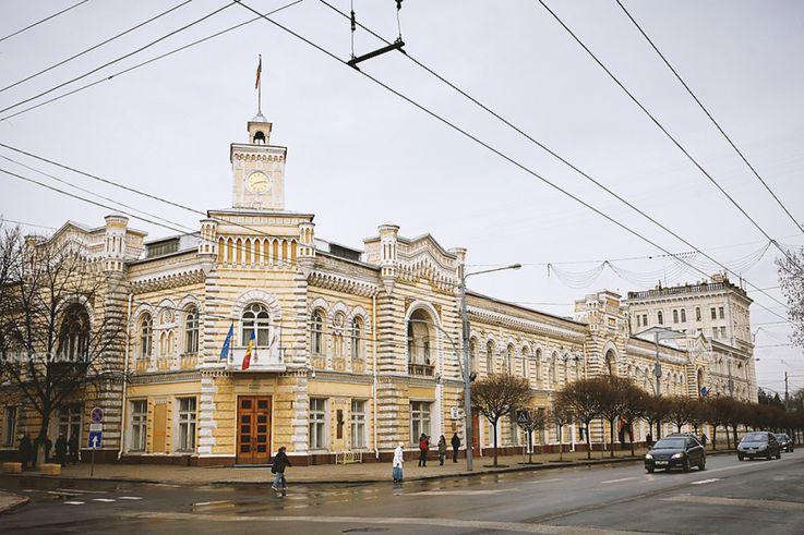 Мэрии Кишинева катастрофически не хватает чиновников