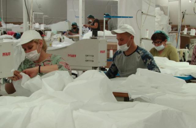 Очередная фабрика в Молдове переориентировалась на пошив средств защиты