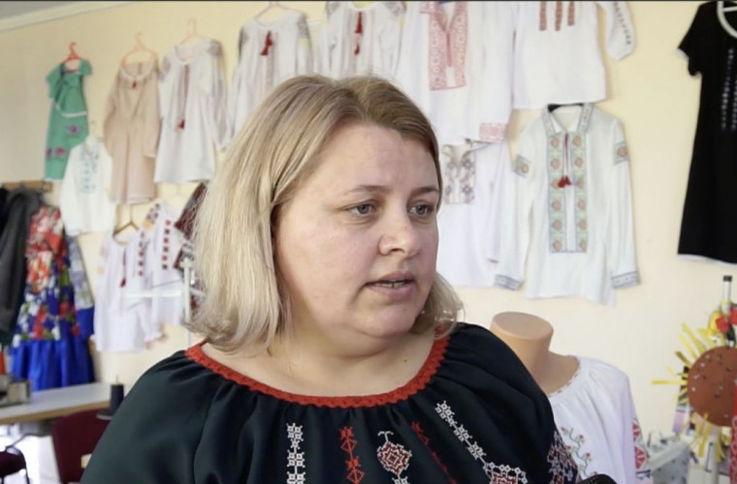 Мастерица увлеклась вышиванием и открыла современную мастерскую одежды