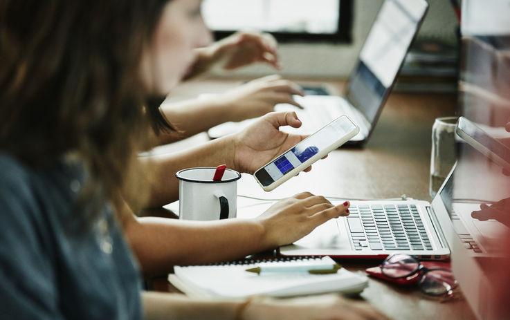 Почему молодые сотрудники больше не хотят «убивать» себя на работе