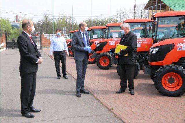 Правительство Японии закупило 43 трактора для молдавских фермеров