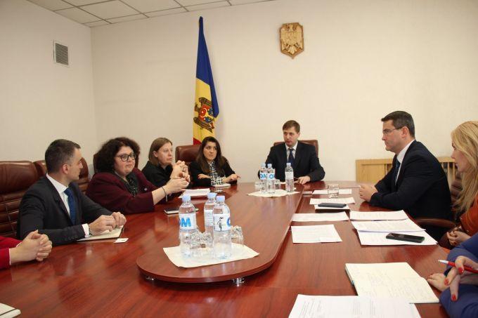 Министр экономики РМ провёл встречу с экспертами Всемирного банка