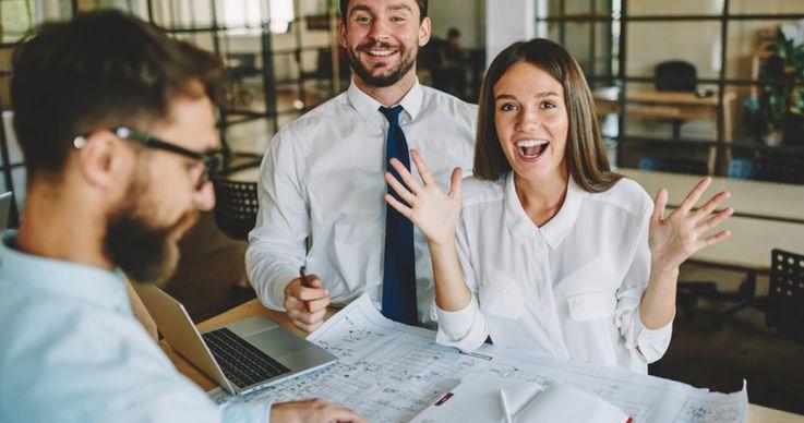 Angajații fericiți se află în spatele unei companii de succes