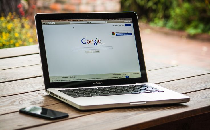 Запрещать ли пользоваться интернетом на работе в личных целях?