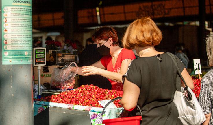 Из-за открытия рынков сократилась онлайн-торговля фруктов и ягод