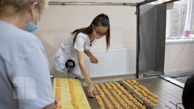 Студентка открыла пекарню по производству кренделей с молдавским вином