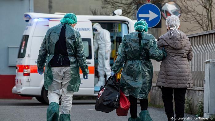 В связи с коронавирусом итальянские врачи на пенсии вернуться на работу
