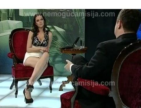 golaya-lili-kollinz-bez-trusikov