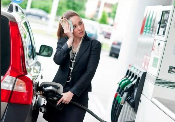 Нефтяной кризис: когда в Молдове ожидать падение цен на топливо