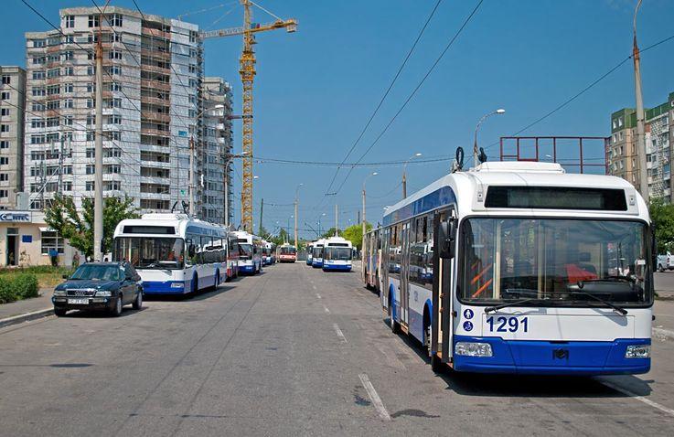 Доходы городского электротранспорта снизились более чем в два раза