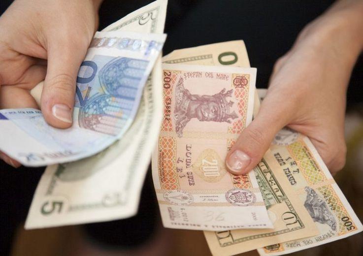 Банки Молдовы предупреждают об опасности использования наличных денег