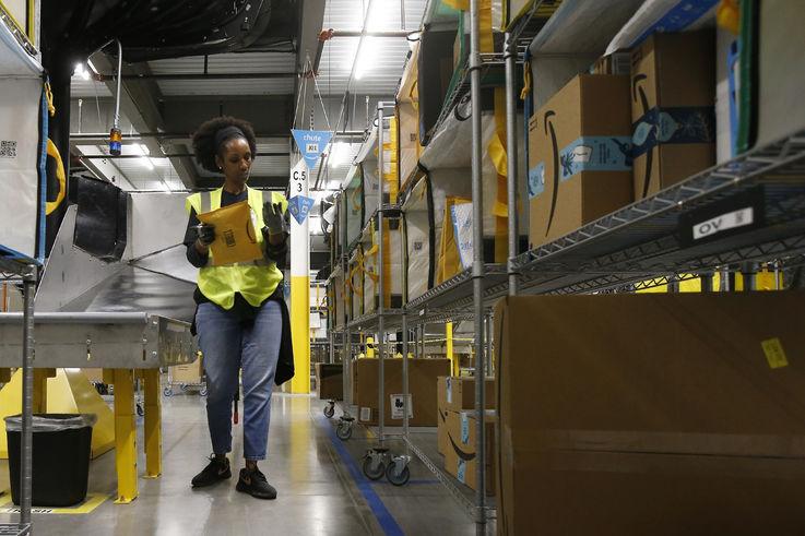 Amazon повысит зарплаты и наймет ещё 100 000 человек из-за COVID-19