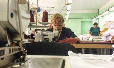 Молдавская фабрика шьёт одежду для врачей из Европы