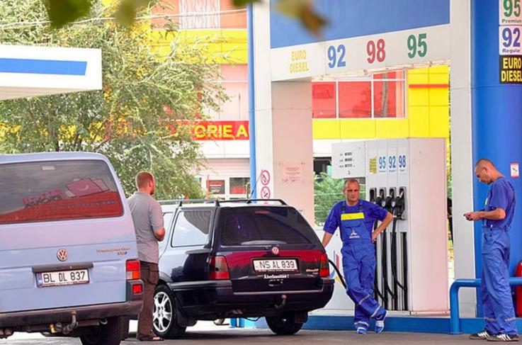 В Молдове цена на топливо сократилась вдвое меньше, чем в Румынии