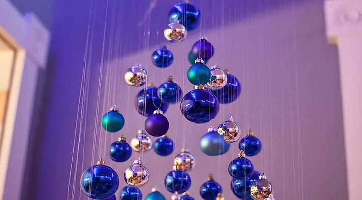 Самые креативные ёлки от тех, кто встречает Новый год на работе
