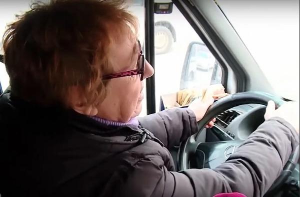 Женщина-водитель маршрутки является примером для подражания