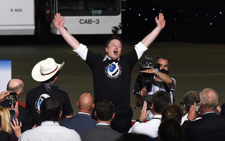 Илон Маск занял пятое место в рейтинге богатейших людей по версии Forbes
