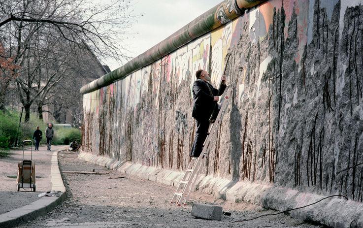 Продажа обломков Берлинской стены: успешный бизнес с 30-летней историей