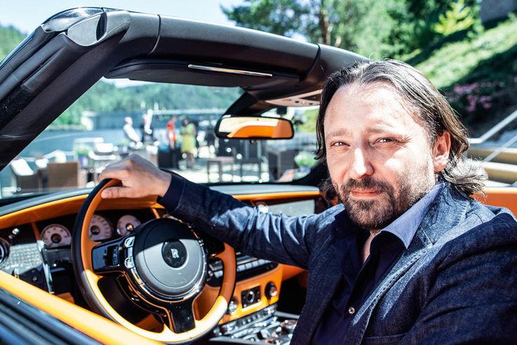 У люксового бренда Rolls-Royce вновь освободилась вакансия шеф-дизайнера