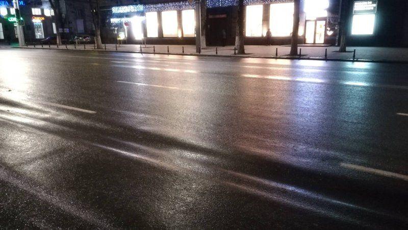 Дорожное покрытие на центральном бульваре столицы деформировалось