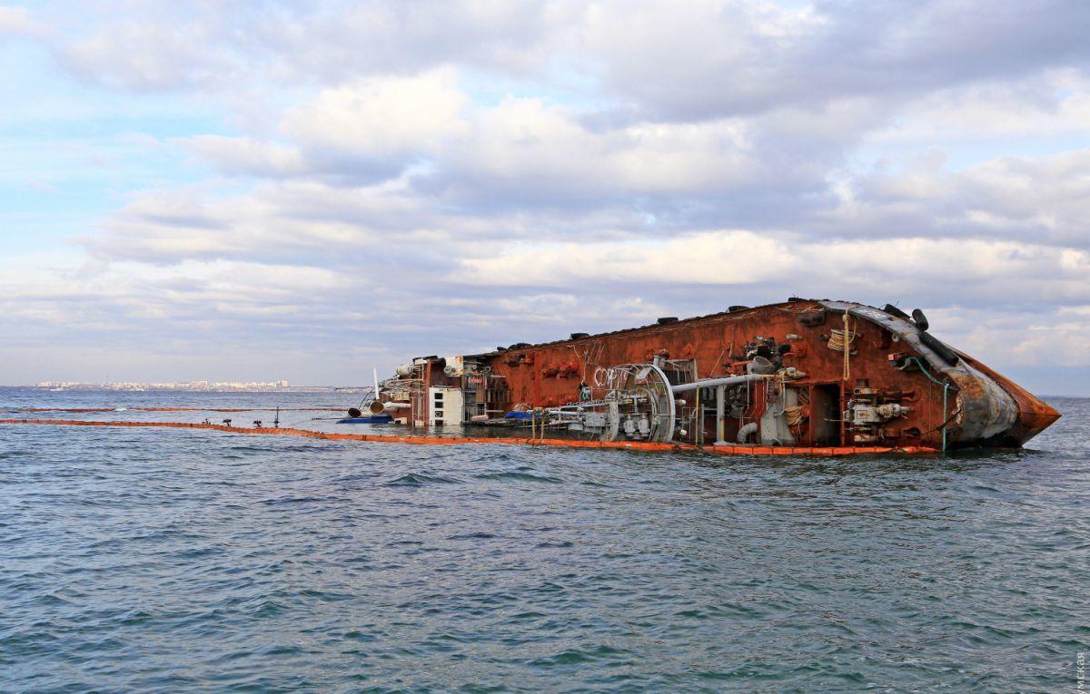 Обломок затонувшего в Одессе танкера Delfi будет храниться в Президентском музее (ФОТО)