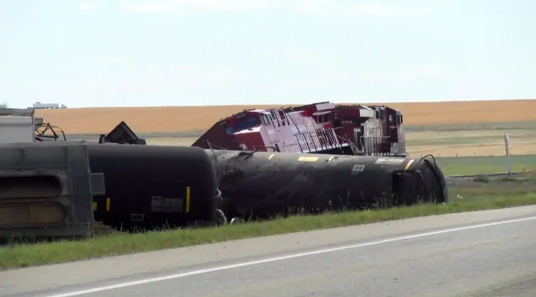 В Канаде перевернулся поезд с химикатами, объявлена эвакуация