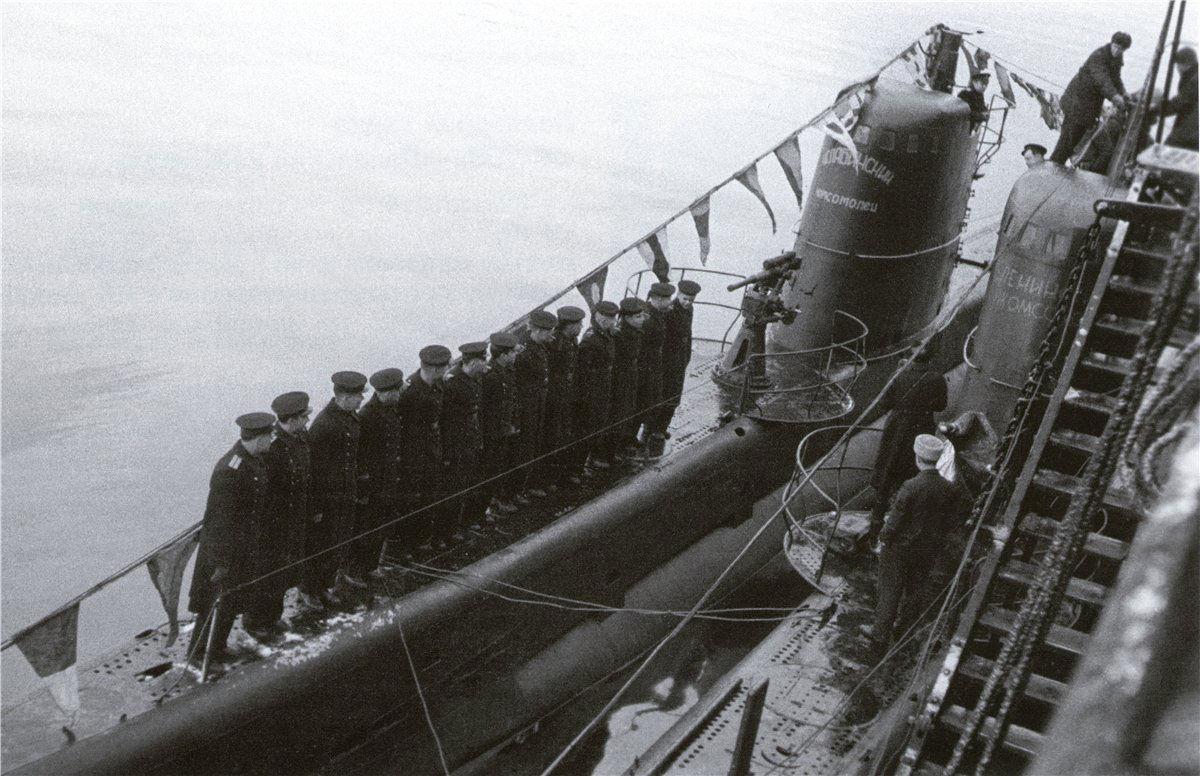 первый кругосветный поездка советской подводной лодки