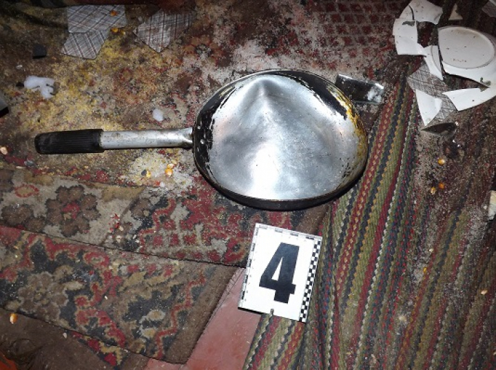 Чтобы отобрать 500 рублей мурманчанина били по голове сковородой, чайником и столешницей