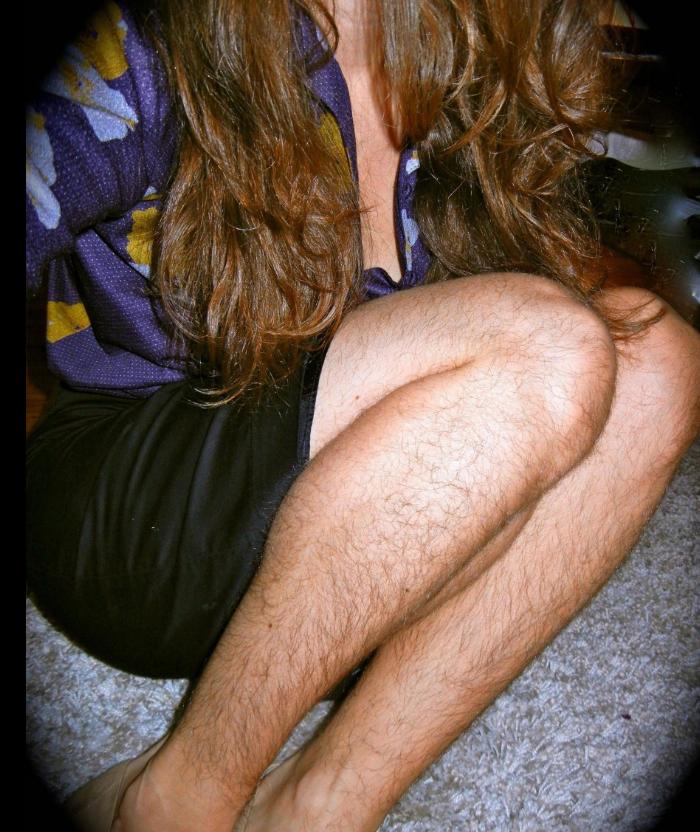 Гладковыбритые женские ноги борцы за равноправие женщин считают показателем слабости и признаком