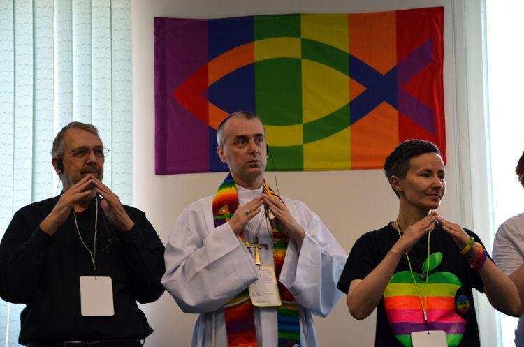 Обсуждение разных тем на гей форумах фото 259-926