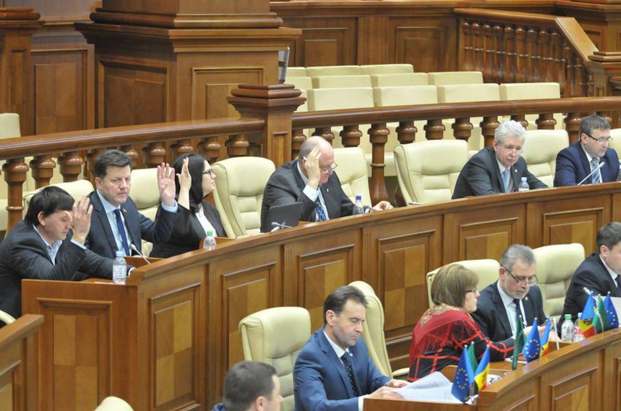 Серджиу Чауш голосовал вместе с депутатами парламентской группы ЕНП