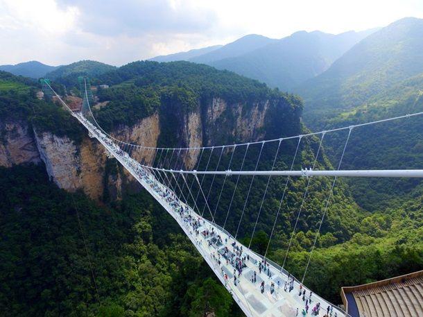 В Китае закрыли самый длинный стеклянный мост